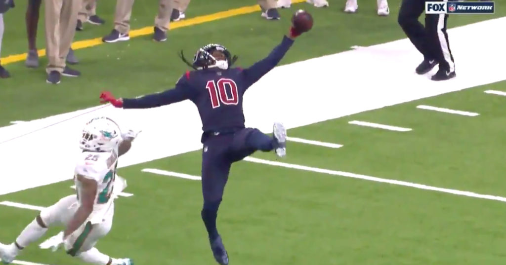 Deandre Hopkins Makes Ridiculous One Handed Catch Between